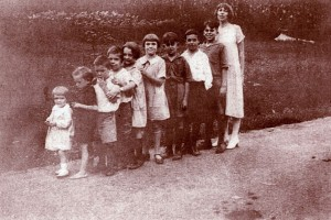 Andrews grandchildren in birth order with Eudora on far right, West Virginia, 1920s