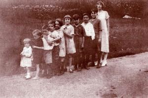 Andrews grandchildren in birth order with Eudora on far right, West Virginia, 1920s